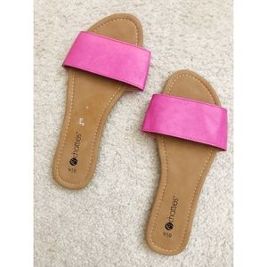 Chatties pink slides size 9-10